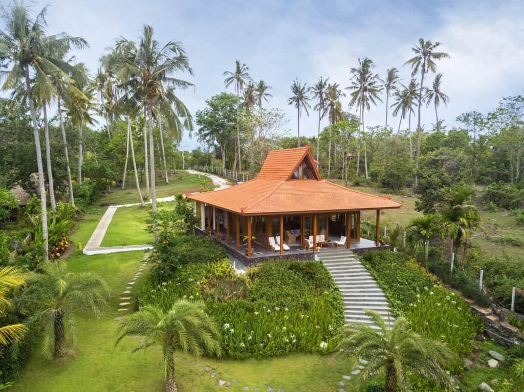villa-ronggo-mayang-zdrone-04-bali-vacation-homes-11